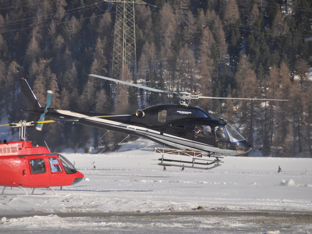 robinson heli with F Hbim on Hb Ygu further Why Is The Pic Position For Helicopters The Right Seat Rather Than The Left Sea as well Agustawestland Aw139 furthermore Aerial Application moreover The Robinson R22.